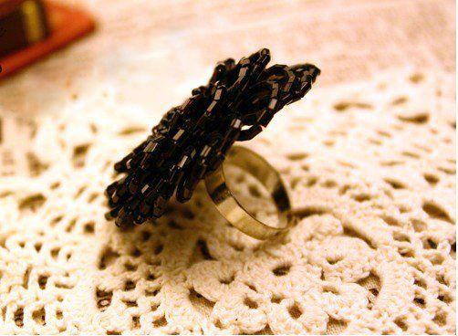 FP4534 Fashion Black Beaded Flower Ring Size7 10